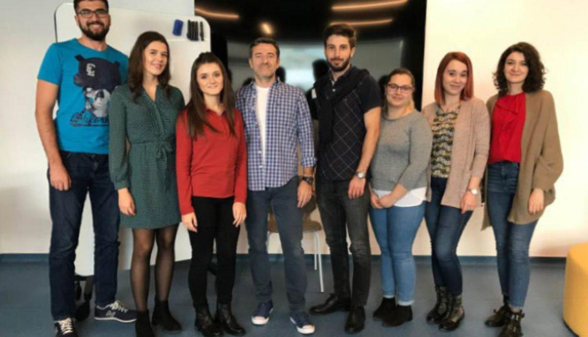 Corneliu Bodea alături de 18 studenți în cadrul întâlnirii organizate de Leaders Foundation