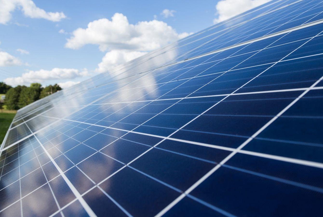 ROMÂNIA VERDE – Ce sunt panourile fotovoltaice? Cum funcționează panourile fotovoltaice?